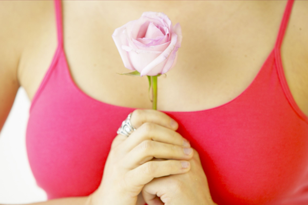Как с помощью спорта и массажа сохранить красоту груди